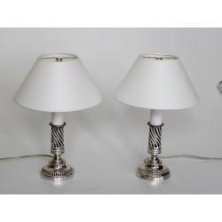 Paar kleine Tischlampen